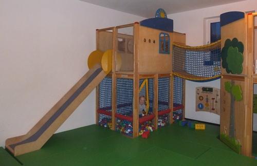 Wintersport hotel speelruimte kinderen