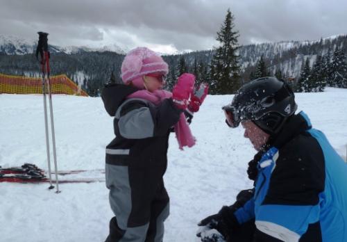 Wintersport peuter sneeuw