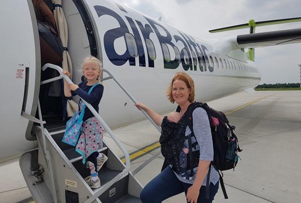 Draagzak vakantie vliegtuig baby