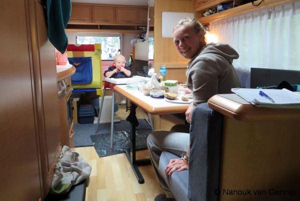 Baby eten in caravan