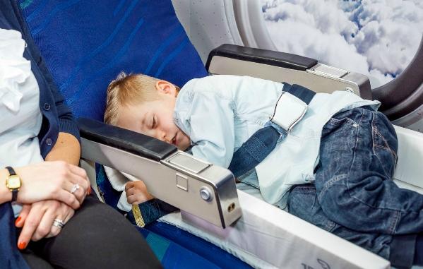 Jetkids Bedbox Kinderkoffer En Vliegtuigbedje Ook