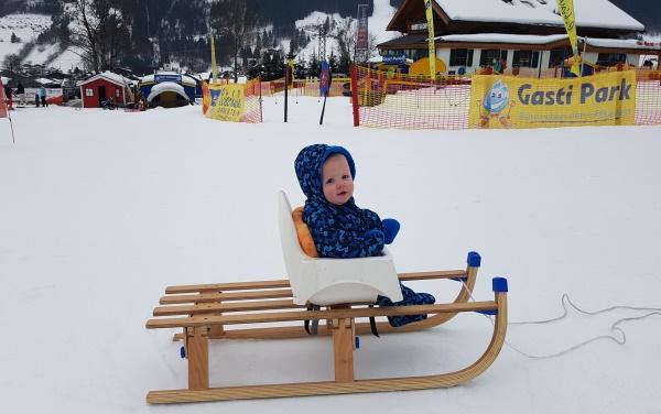 Baby Stoel Ikea : Ikea hack baby mee op de slee kids travel service