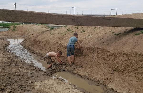 Woeste Willem natuurspeelplaats modder