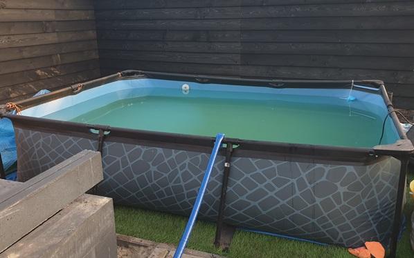 zwembad leegpompen